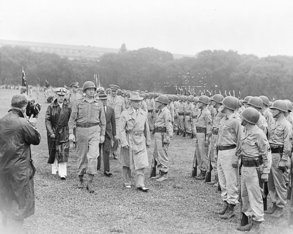 Photograph_of_President_Truman_walking_past_members_of_the_Nisei_442nd_Regimental_Combat_Team_as_they_stand_at..._-_NARA_-_199390.jpg